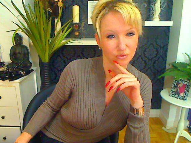 Sie sucht diskrete Sex Kontakte in Senftenberg